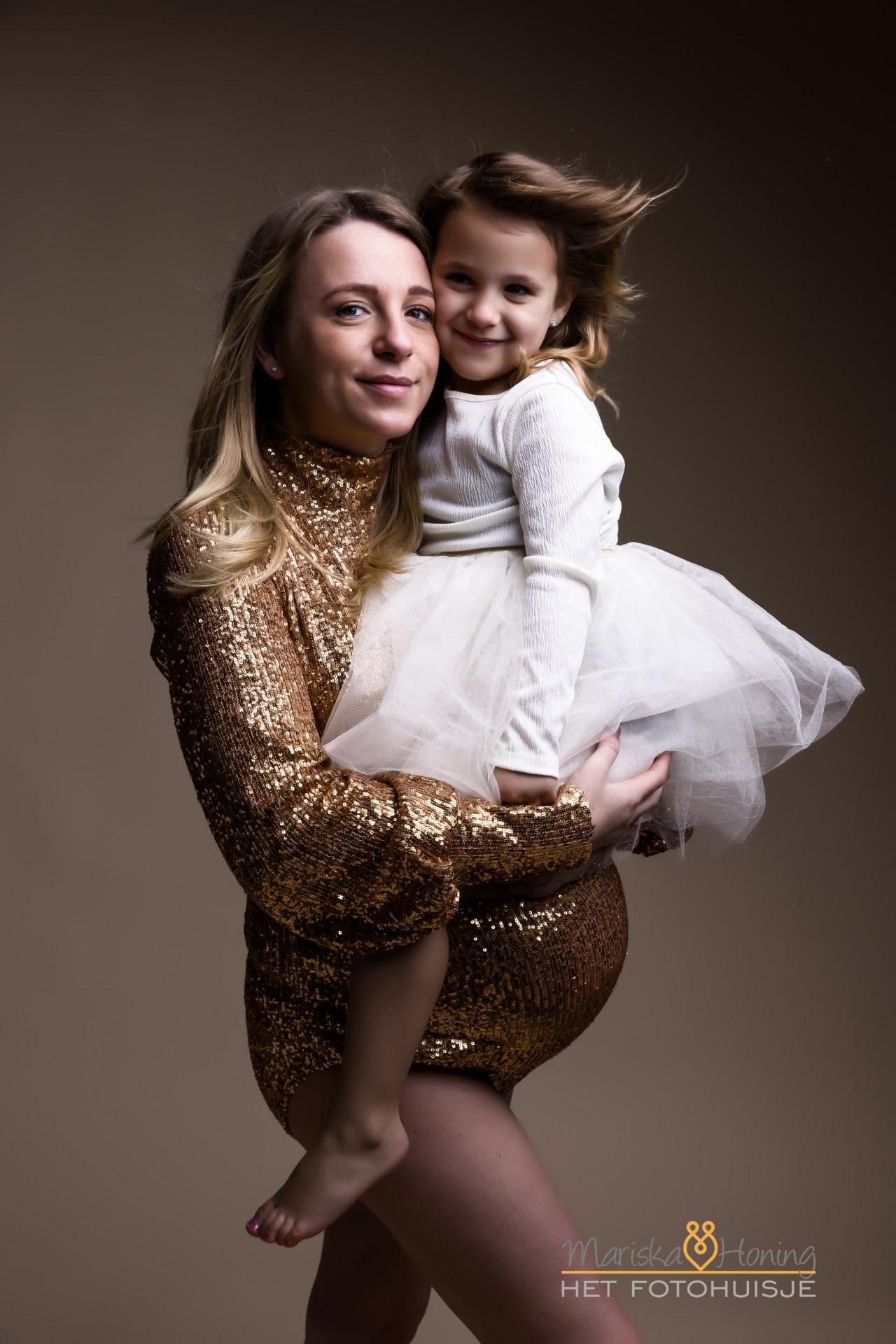 zwangerschapsshoot met dochter van 5 jaar